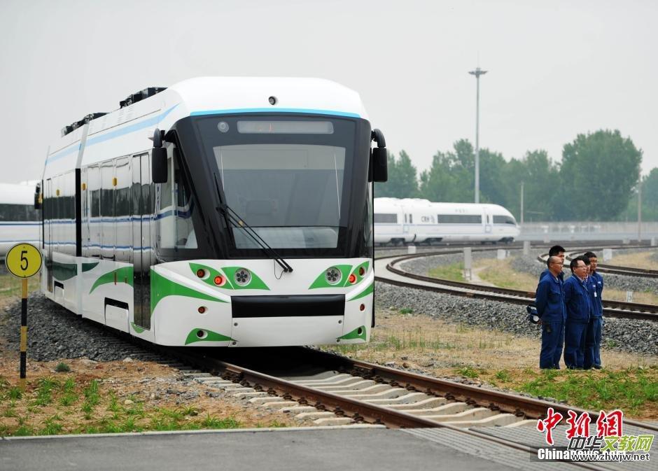 世界首辆氢燃料有轨电车唐山下线 排放水能直接喝