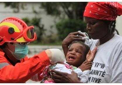 <b>各国救援队在海地全力救助灾民</b>