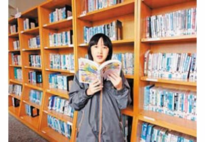 女生年阅上千本书走出自闭 从阅读改善表达能力